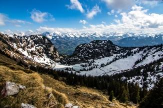 Blick auf die Berner Alpen und auf den Hinterstockensee.