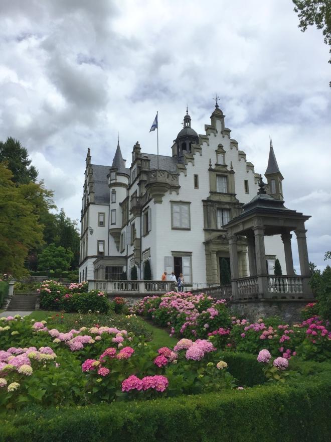 Schloss Meggenhorn in voller Pracht